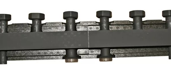 Стальной распределительный коллектор Stout 3 контура в теплоизоляции